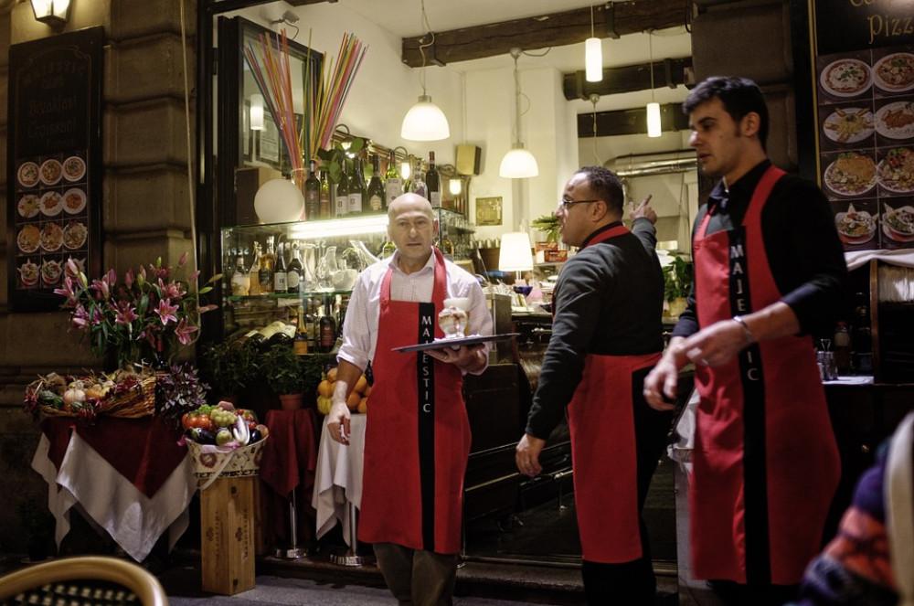 ¿Tienes trabajadores con más de 10 años de antigüedad? Si es así, debes asegurarlos! - Hostelería Madrid