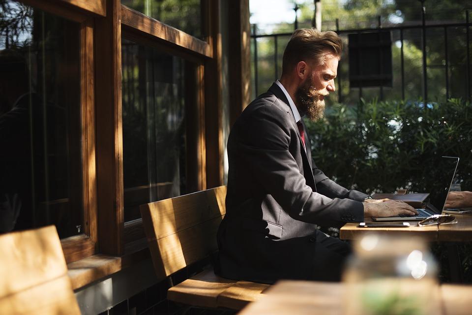 Principales gastos que afrontarás en tu negocio de hostelería - La Viña