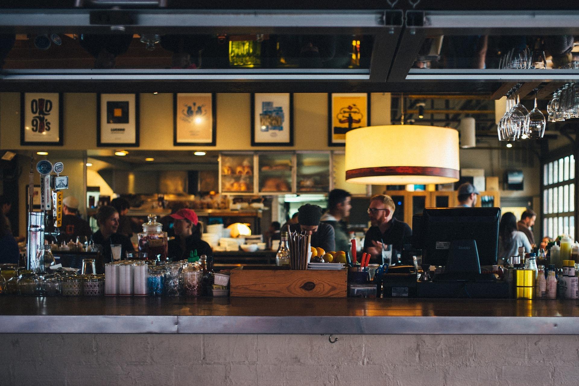 Los bares y restaurantes de Madrid facturan un 5,4% más en mayo - La Viña