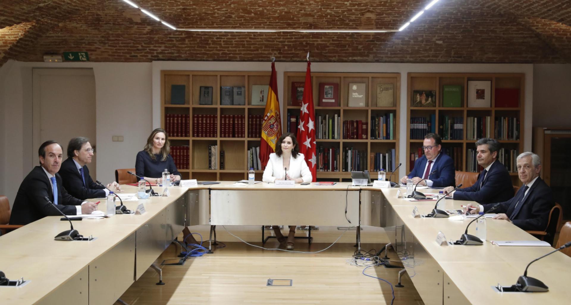 Díaz Ayuso anuncia un Plan estratégico a dos años para dinamizar el sector de la hostelería - La Viña
