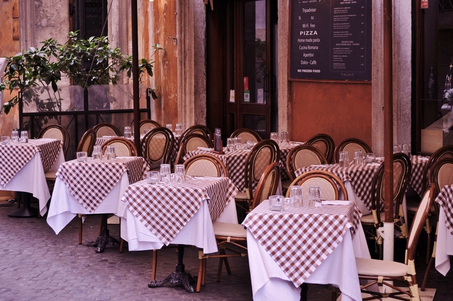 El consumo en el interior del local no compensa la apertura al 93% de la hostelería que ha abierto - La Viña