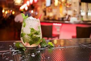 Las discotecas podrá abrir desde este viernes con un 40% de aforo y los bares de copas con el 60% - La Viña