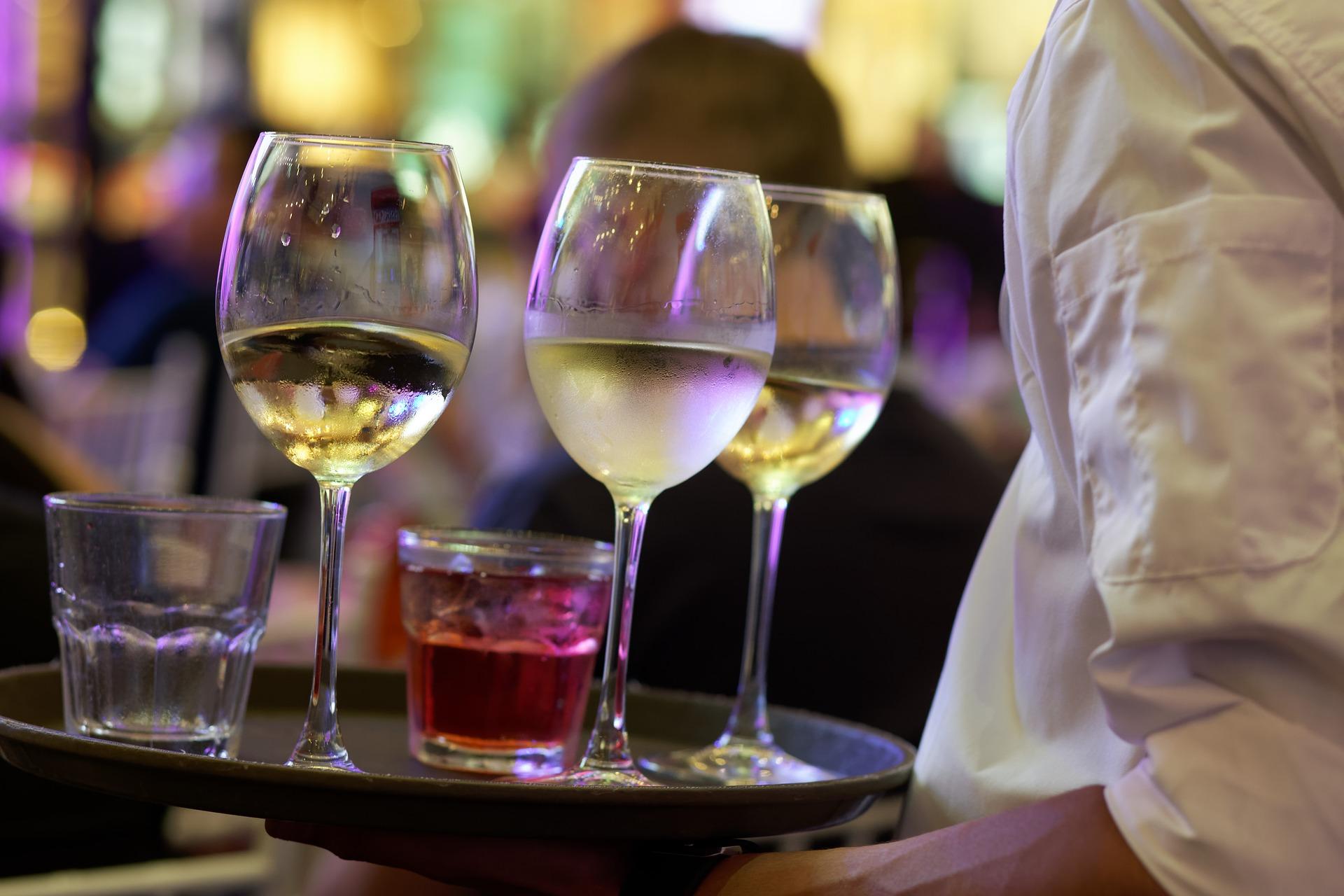 El Gobierno de España no aprueba ayudas directas a la hostelería y presenta un plan para el aplazamiento de impuestos - La Viña