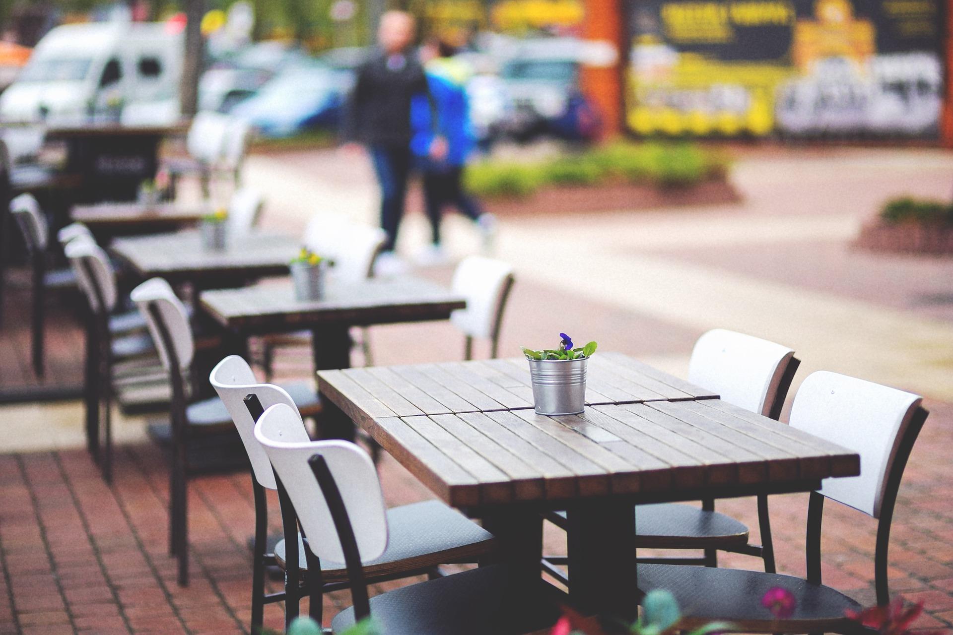 La hostelería de la Comunidad de Madrid continúa una semana más con los grupos máximos de 6 personas en terraza y 4 en interior - La Viña