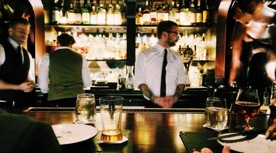 Bares y restaurantes contienen los precios en mayo - La Viña